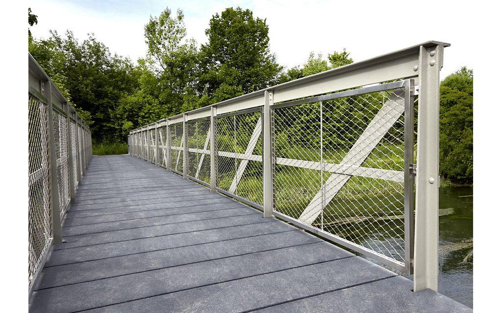 桥梁护手铝网拉伸网效果图