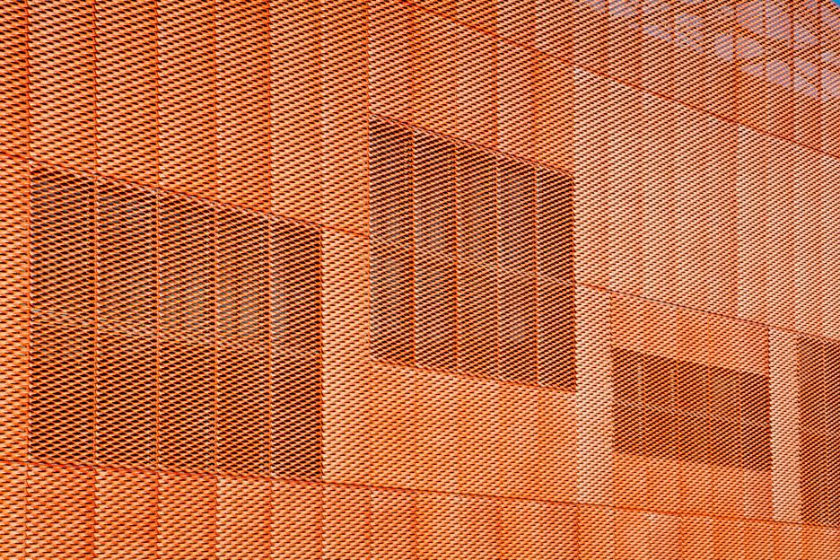 橙色金属拉伸网外立面