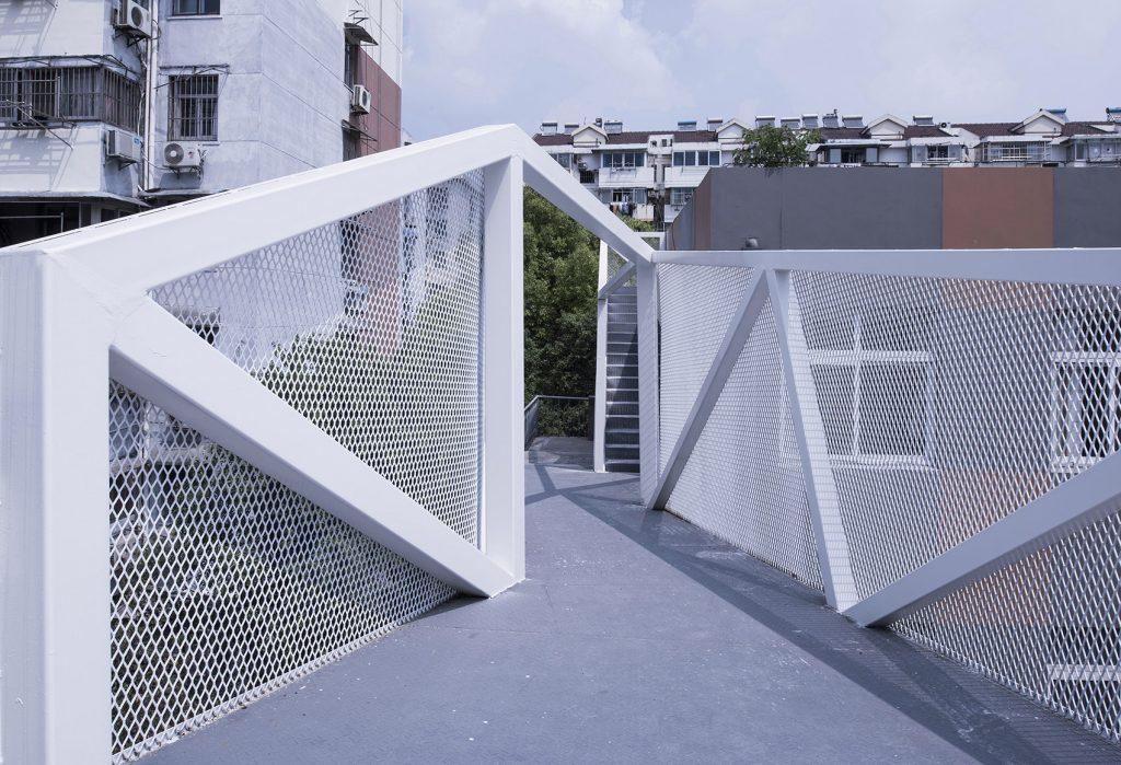 钢板拉伸网防护栏细节图