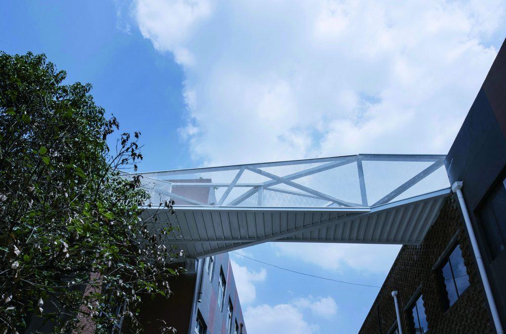 金属拉伸网天桥