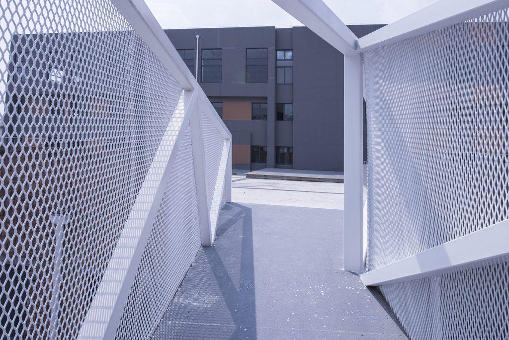 钢板拉伸网防护栏