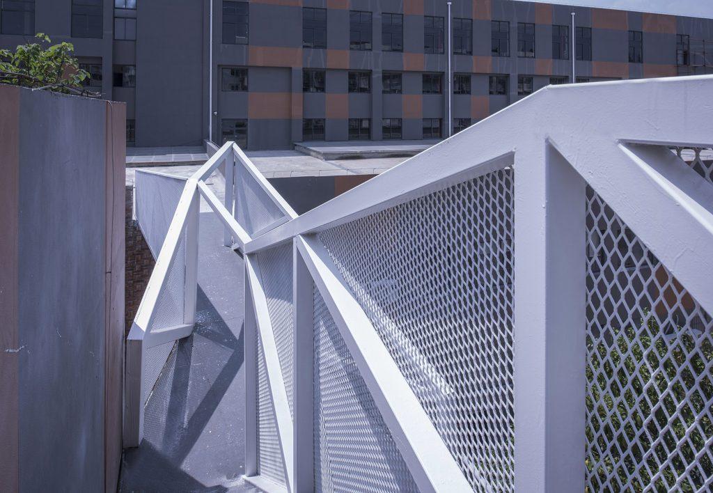 金属拉伸网防护栏效果图