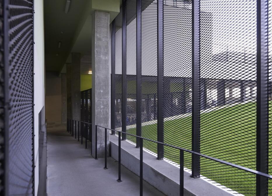 黑色铝网围栏